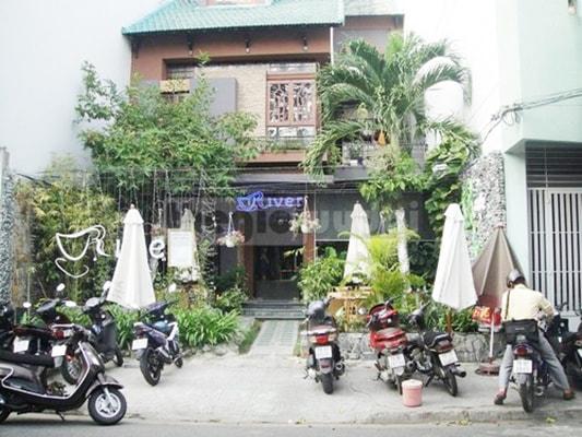 Cafe River