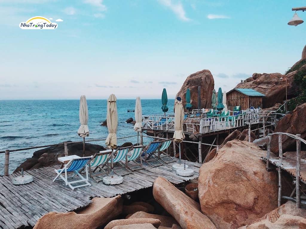 Khu nhà gỗ view biển ở Bãi Nồm