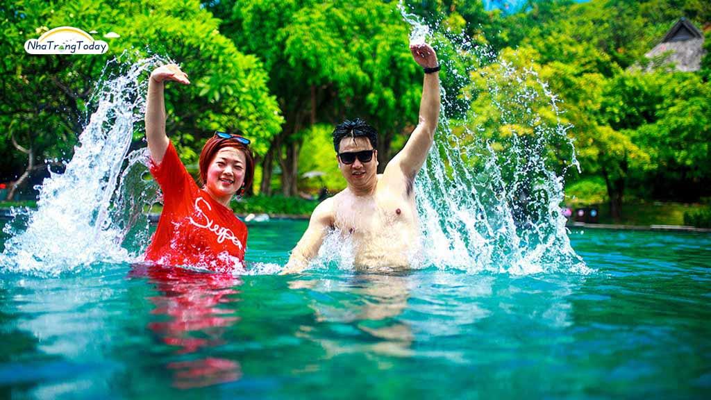 Hồ Nước Ngọt Tại Hòn Tằm Nha Trang