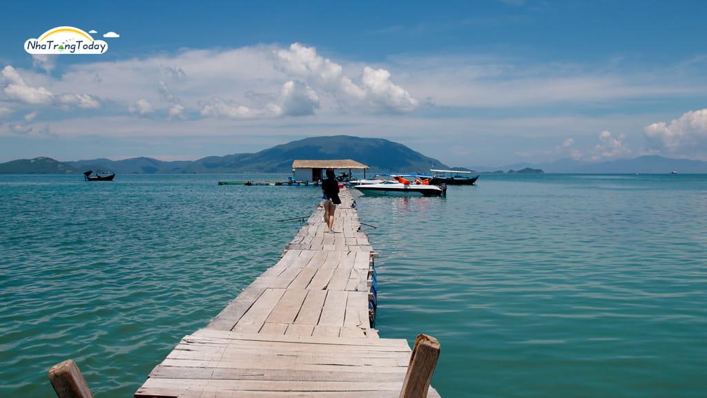 Cây Cầu Gỗ Tại Đảo Điệp Sơn Nha Trang