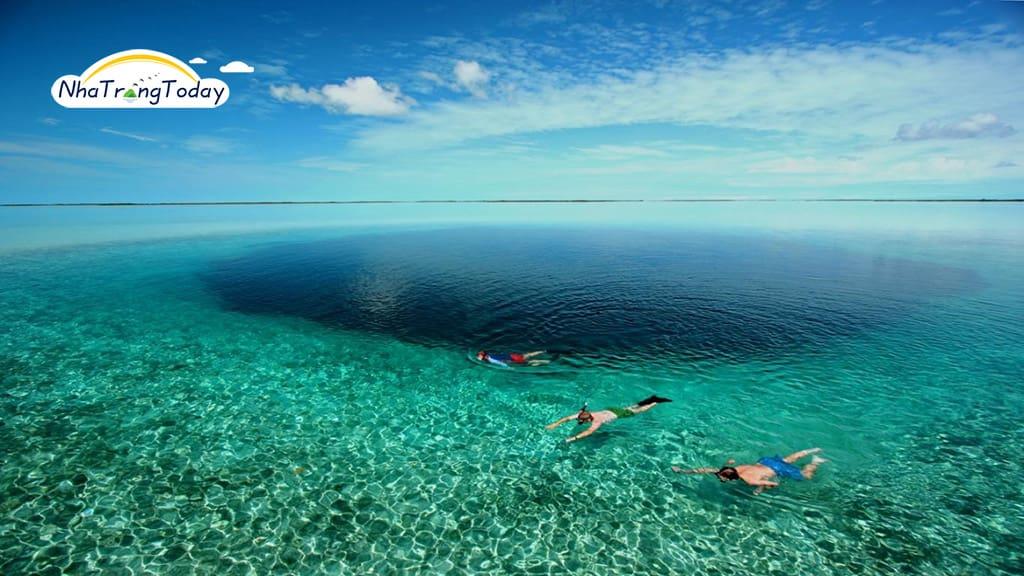 Nước Biển Trong Xanh Tại Hòn Mun Nha Trang