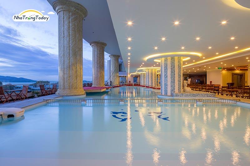 Hồ bơi Khách sạn Bavico Nha Trang