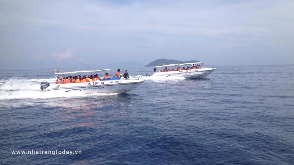 Thuê cano tham quan đảo Nha Trang