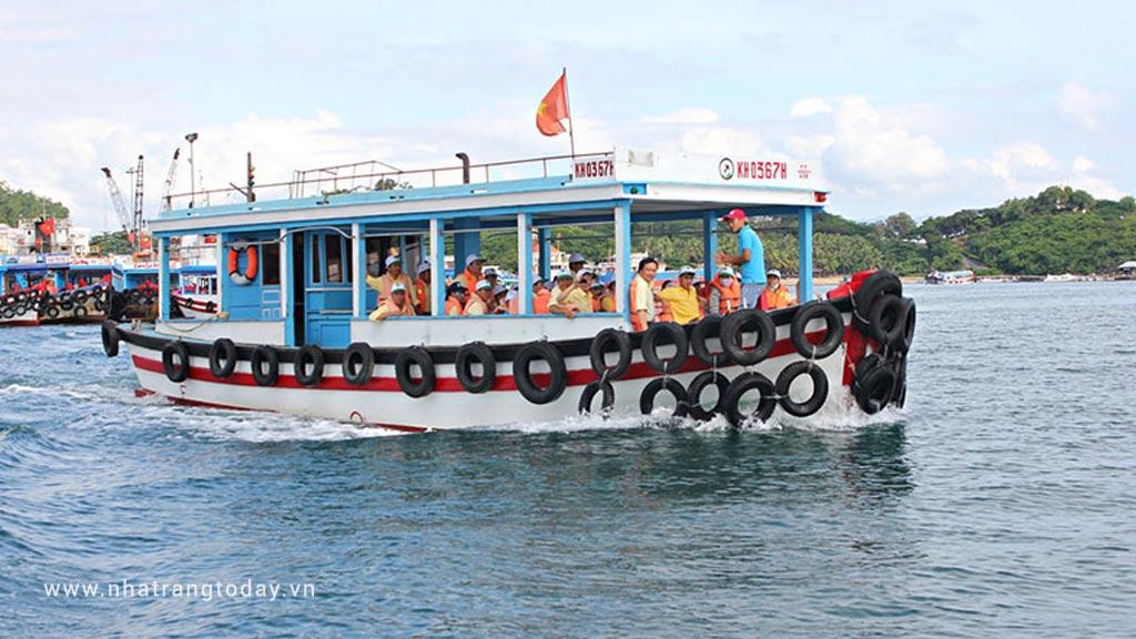 Thuê tàu du lịch tham quan đảo Nha Trang