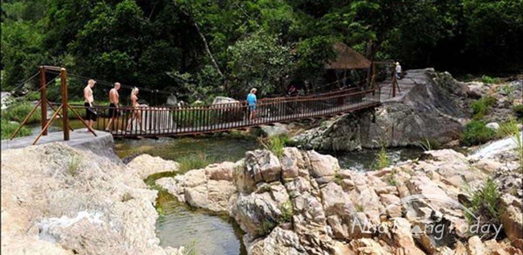 Tour thác Yang Bay Hùng Vĩ