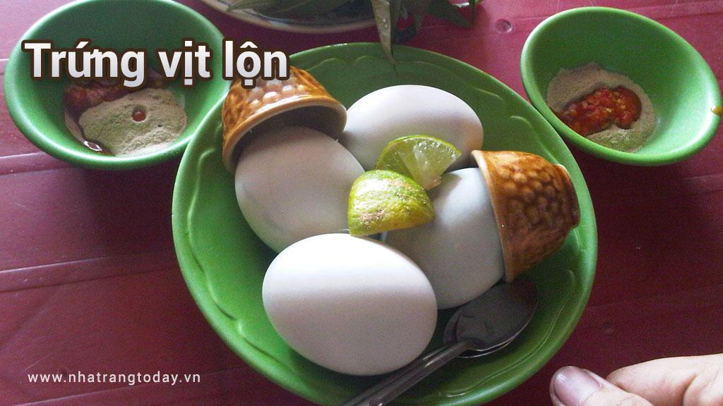 Trứng vịt lộn món ăn đường phố Nha Trang